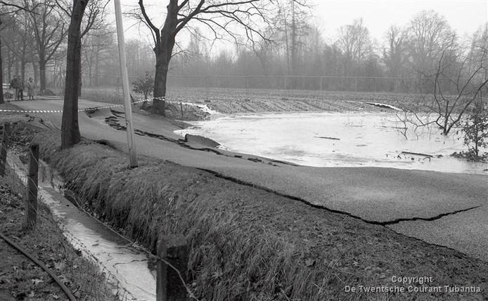 Sinkhole in 1991 'Het gat van Hengelo' aan de Enschedese Havenstraat