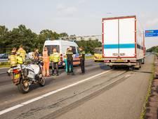 A12 richting Arnhem enige tijd dicht na ongeluk met vrachtwagen en auto
