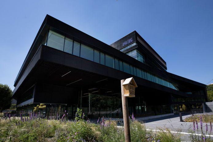 Het voormalige kantoor van de Rabobank aan de Fellenoord is door ontwikkelaar Edge onder handen genomen. De Belastingdienst zal het omgebouwde kantoorpand binnenkort in gebruik nemen.