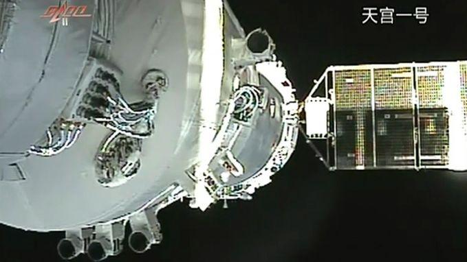 """""""Oncontroleerbaar Chinees ruimtestation zal neerstorten op aarde"""", mogelijk brokstukken tot 100 kilo"""