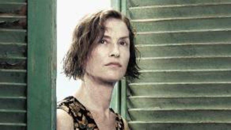 Ann (Isabelle Huppert) gooit het roer om na het bedrog van haar man. (Trouw) Beeld