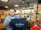 Steun een kroeg met een T-shirt