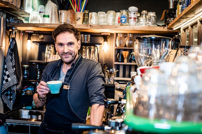 Peter Oostveen is de bevlogen barista van Funky Pete in de Hooftstraat