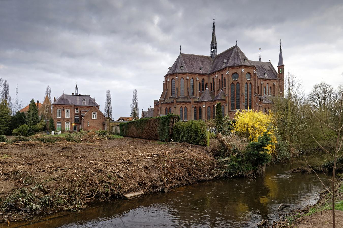 De kale pastorietuin bij de Heilig Hartkerk in Boxtel.