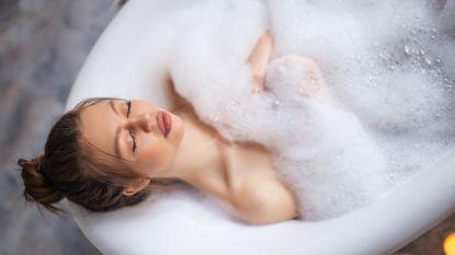 Neem een bad en 5 andere tips om goed in slaap te vallen tijdens warme nachten