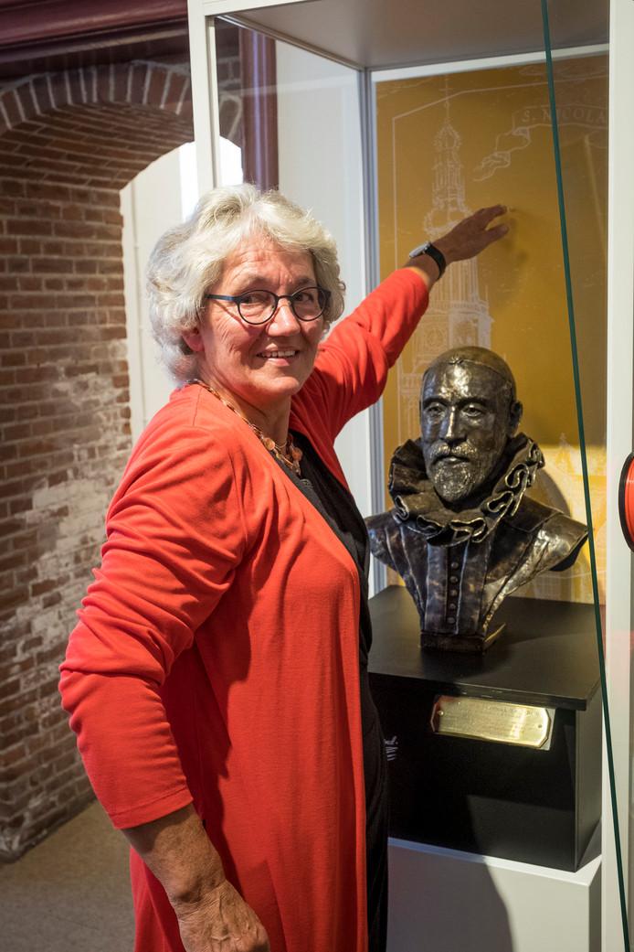 Kunstenares Bea Rozendaal uit Doornspijk maakte een borstbeeld van organist Jan Pieterszoon Sweelinck. Het beeld staat sinds zaterdag in het Nationaal Orgelmuseum in Elburg.