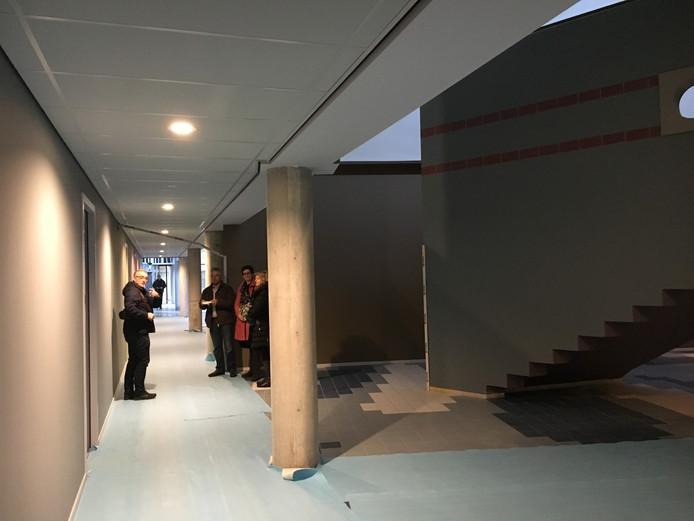 Het voormalige kantoor / woonwinkel van Woonbedrijf aan de Europalaan in Eindhoven is omgebouwd tot appartementen. Binnen zijn ín de ruimte nieuwe woningen gebouwd. De verbouwing is een ontwerp van architect Arie van Rangelrooy van Architecten En En.
