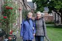 Petra Vervoort (links) en Anita Maas willen een ouderenhofje creëren, midden in Zutphen. Niet meer dan twintig koopwoningen om een binnentuin, met een aantal gemeenschappelijke voorzieningen zoals een ontmoetingsruimte en een logeerkamer. Locaties hebben ze al op het oog, nu nog meerdere ouderen.