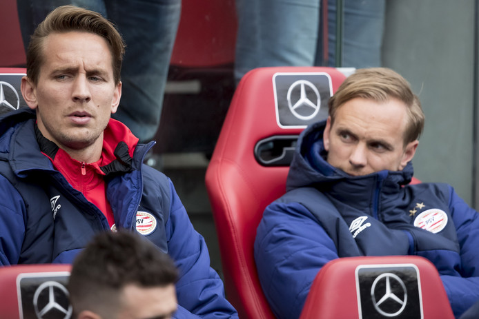 Siem de Jong (rechts) gaat terug naar Newcastle United, Luuk de Jong heeft nog een contract tot 2020 bij PSV.