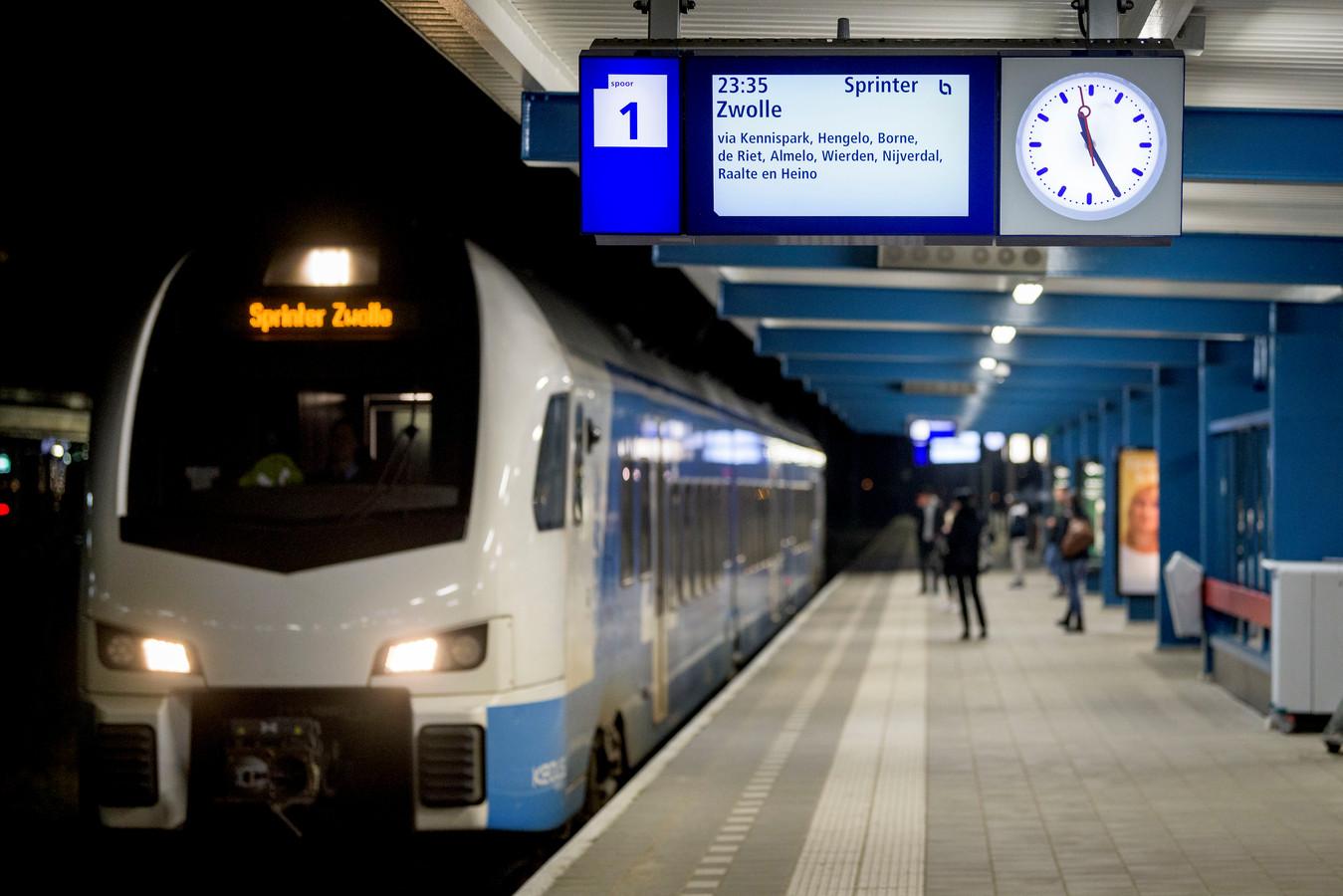 De laatste trein uit Enschede om 23.35 vanaf spoor 1.