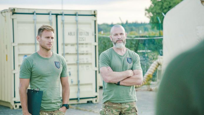 Fly (rechts), bekend van 'Kamp Waes', is één van de initiatiefnemers.