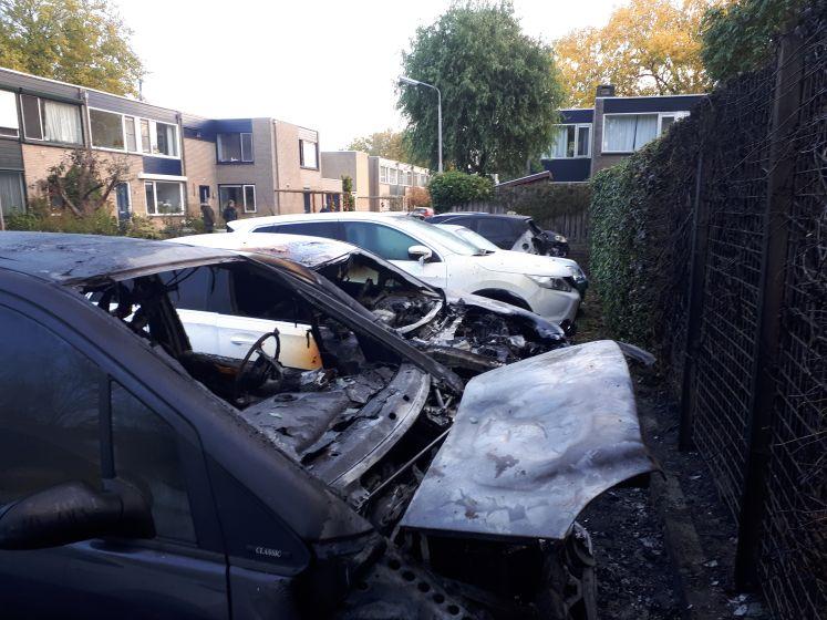 Zes auto's in de fik in Nijmeegse wijk