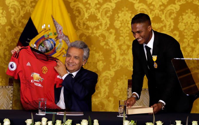 Van president Lenin Moreno kreeg voetballer Antonio Valencia eerder deze maand nog een nationale  onderscheiding voor al zijn sportprestaties.
