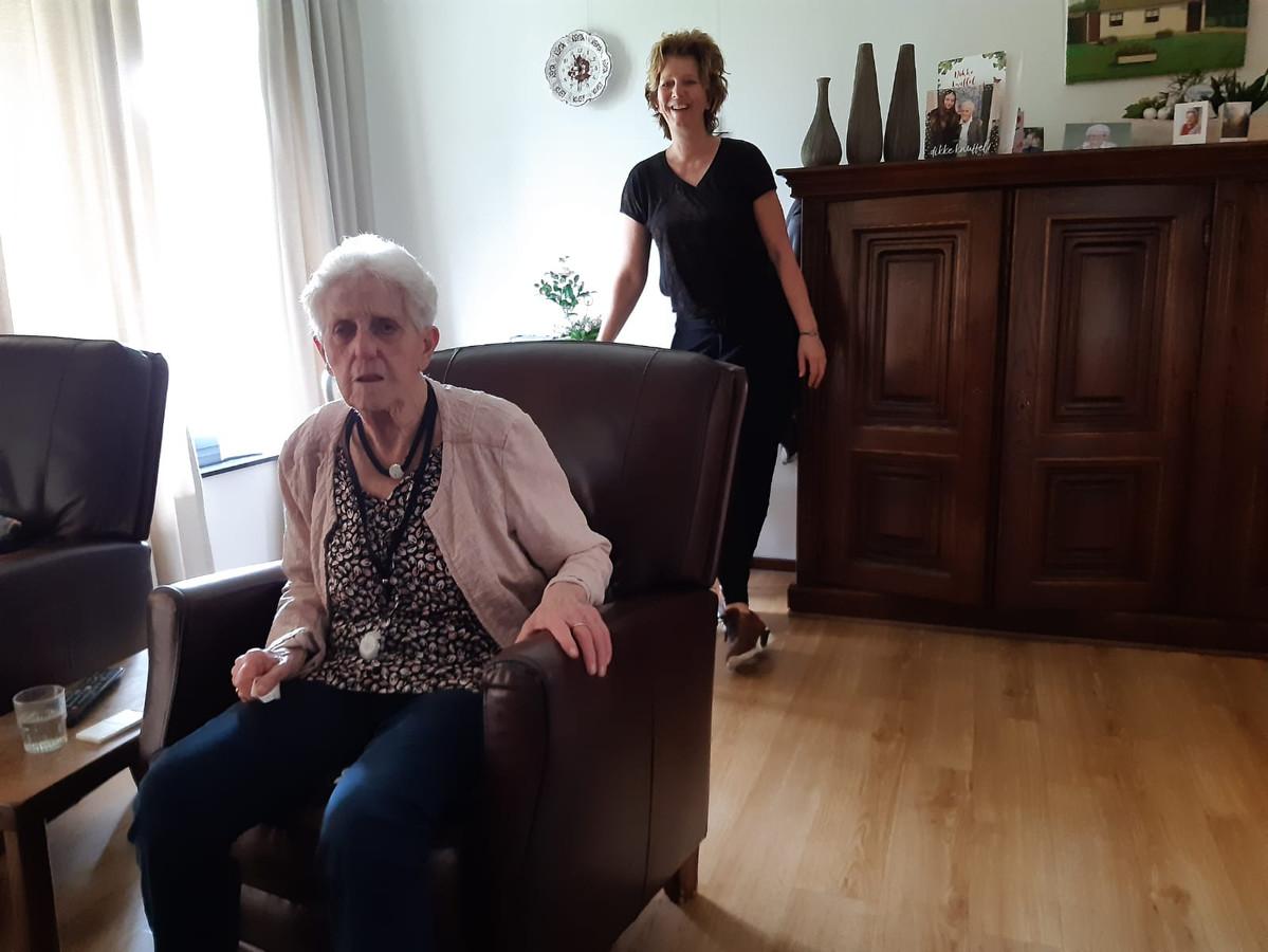 Pieta Gloudemans mag weer bezoek ontvangen van haar petekind Brigitte Roovers.