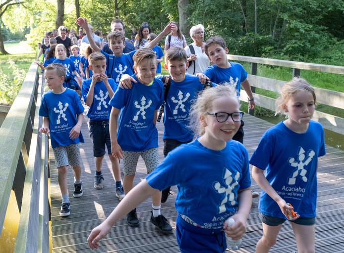 Leerlingen van de Acaciahof in Middelburg doen mee aan de Avondvierdaagse.