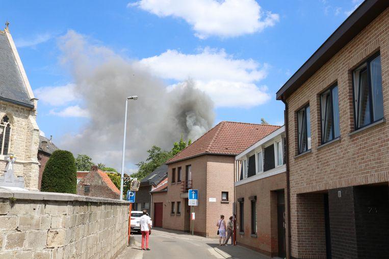 Er was hevige rookontwikkeling bij het begin van de brand.