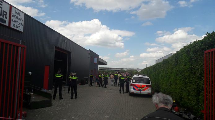 Krakers stichten brand in kraakpand Breda omdat politie stereo's weghaalt.