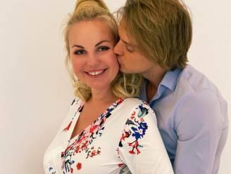 "Lesley-Ann Poppe (41) bevallen van derde kindje: ""Ons kleine wondertje"""