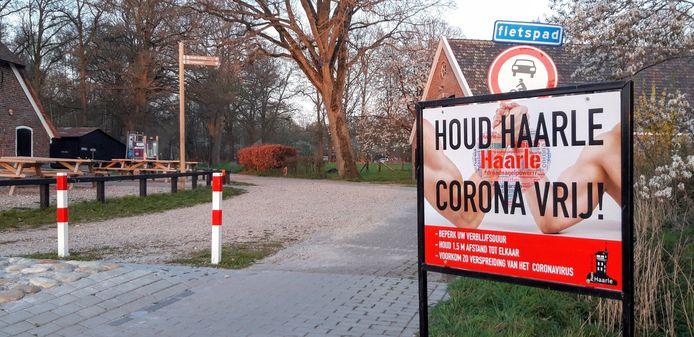 Ter hoogte van Herberg De Pas heeft Plaatselijk Belang Haarle een eigen waarschuwingsbord geplaatst.