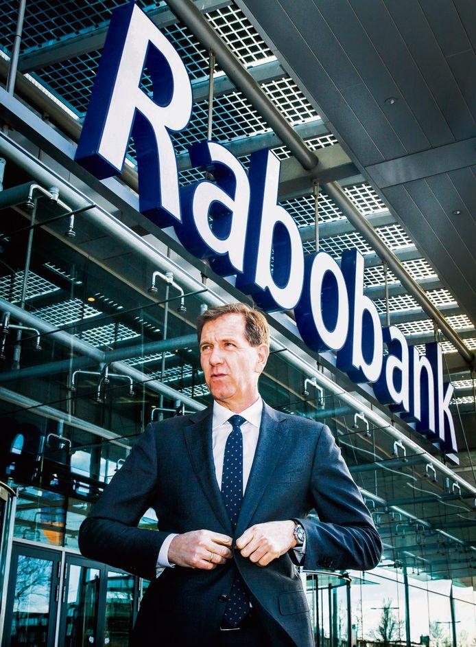 Wiebe Draijer bij het hoofdkantoor van Rabobank.