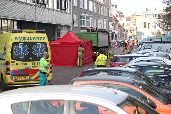 De brandweer schermde de plek van het ongeluk af met een tent.