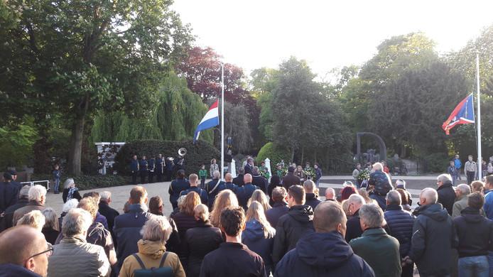 Dodenherdenking op 4 mei bij het monument aan de Bossche Poort in Zaltbommel.