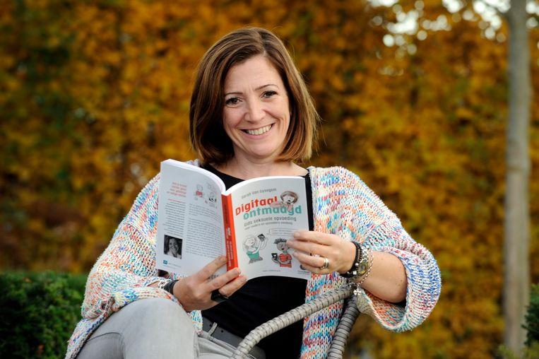 Mama Gidst In Haar Boek Digitaal Ontmaagd Andere Ouders Door