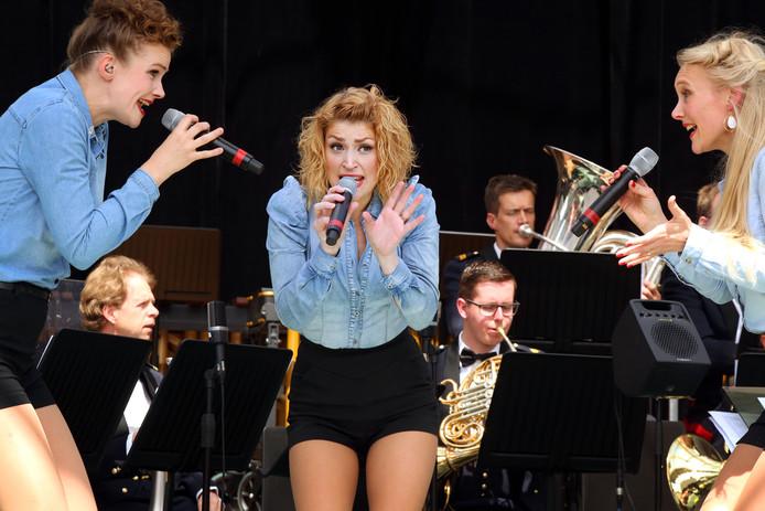 Fanfare Bereden Wapens en de zangeressen van Les Chouettes deden in mei het Breda Jazzfestival aan met de Tour of Freedom.