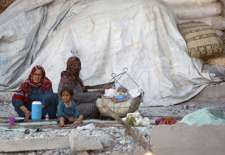 Vrouwen en kinderen in Raqqa, Syria in juli 2017. Beeld REUTERS