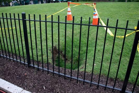 Zware regenval heeft de grond onder de presidentiële grasmat weggespoeld