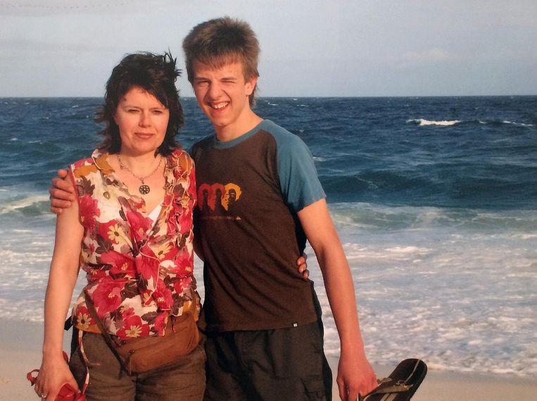 Tuur Vanheertum met zijn mama Brigitte.