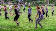 """Artiesten versterken met live muziek unieke danslessen in park: """"Het maakt de mensen gelukkig"""""""