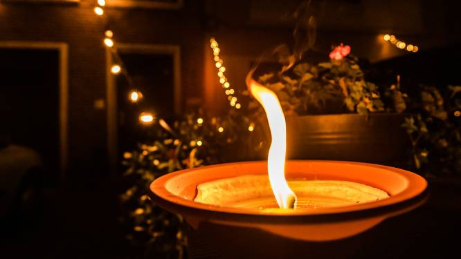 """Ravels herdenkt alle coronaslachtoffers: """"Zet een lichtje aan het raam"""""""