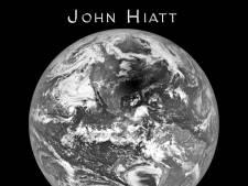 John Hiatt schijnt zijn licht over de duisternis