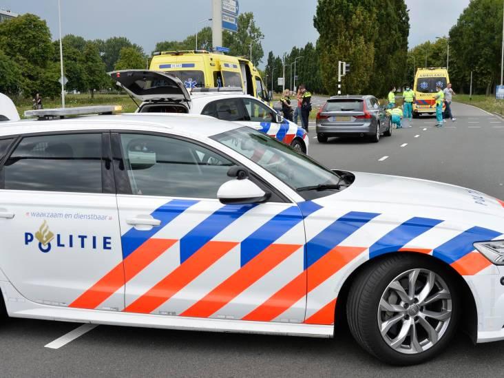 Fietsende vrouw geschept door auto op Claudius Prinsenlaan in Breda