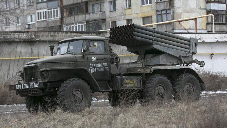 Een truck met raketlanceerders van de separatisten in de buurt van Donetsk vandaag.