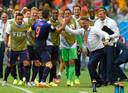 Louis van Gaal is uitzinnig van de goal van Robin van Persie tegen Spanje op het WK van 2014.