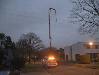 """Elektriciteitspanne in Borsbeek nadat kraan hoogspanningskabel raakt: """"Als de kraanbestuurder al in de kraan had gezeten, was hij nu dood."""""""