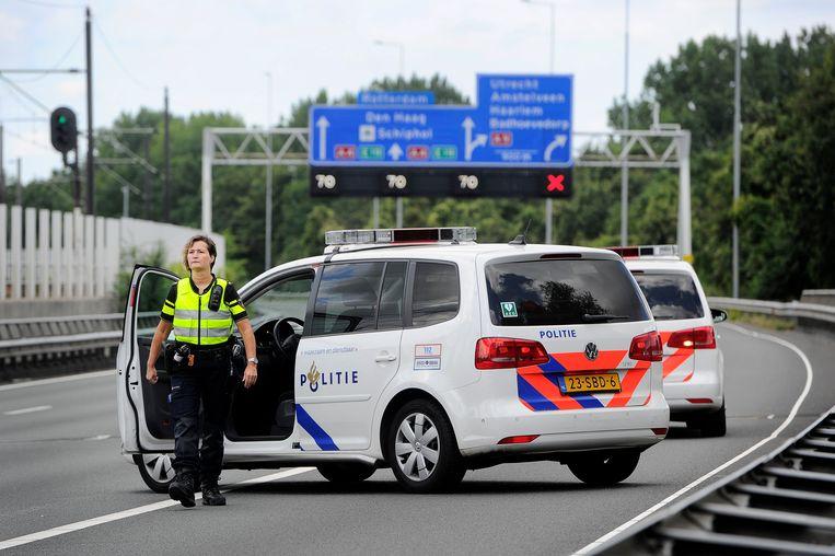 De politie zette vorig jaar een afrit van de A4 af nadat een bus werd aangehouden met een verwarde man aan boord. Beeld ANP