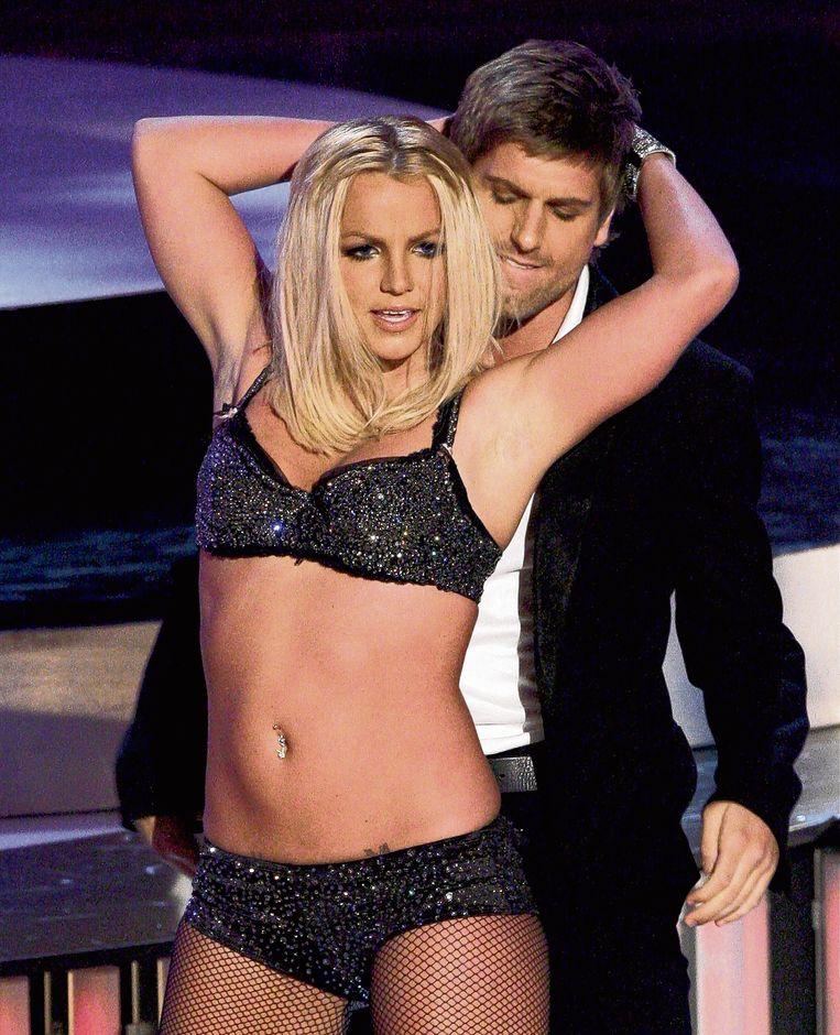 Britney tijdens de MTV Video Music Awards van 2007. Critici waren niet mals voor haar optreden.