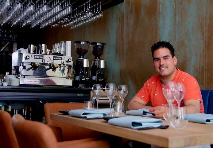 Dirk Hover midden 2017 in zijn juist geopende restaurant.