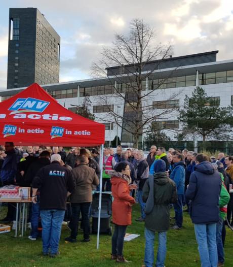 ASML-ers doen mee aan cao-actie voor gebouw in Veldhoven