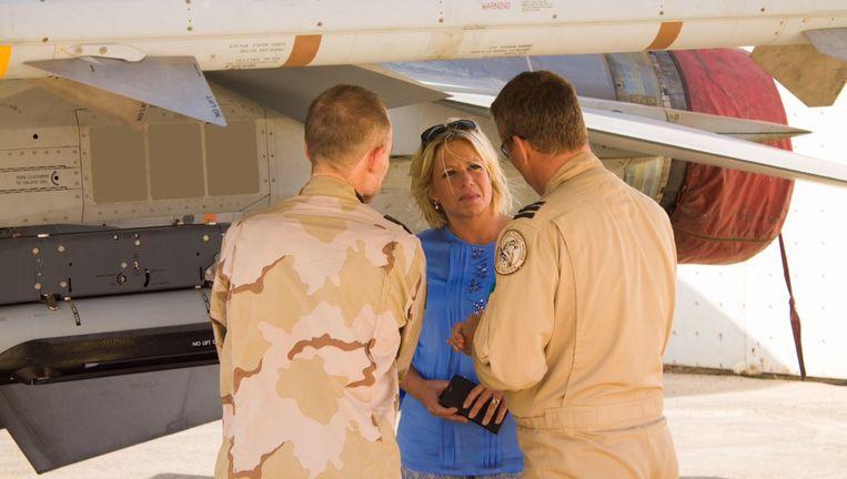 Minister Jeanine Hennis van Defensie bezocht afgelopen mei de afgelopen dagen de Air Task Force Middle East (ATF ME). Vanaf hun basis in het Midden-Oosten voert dit F-16-detachement luchtaanvallen uit op Iraaks grondgebied. Beeld anp