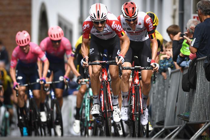 Maxime Monfort neemt Tim Wellens mee in zijn wiel