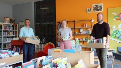 """Onderwijsopbouwwerkers delen meer dan 400 boeken uit in Ronse: """"Verhinderen dat kinderen door lockdown leesachterstand oplopen"""""""