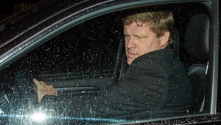 Vanhaezebrouck gisteravond terug in zijn wagen nadat hij door zijn zaakwaarnemer Mogi Bayat in zijn Mercedes G-klasse (zie onderaan) is afgezet.