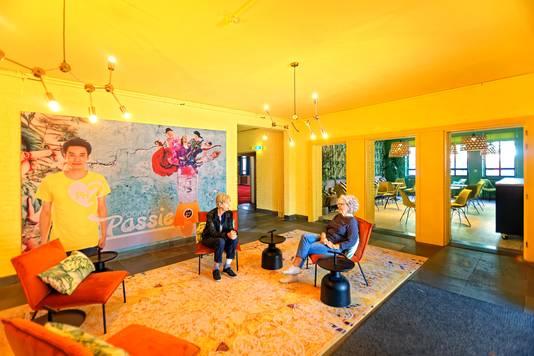 OOSTERHOUT - Bij De Pannehoef aan de Wilhelminalaan zijn ook de binnenruimten aangepakt. De entree is flink veranderd.