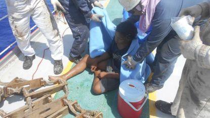 Negentienjarige Indonesiër drijft 49 dagen in vishut rond op zee voordat redding volgt