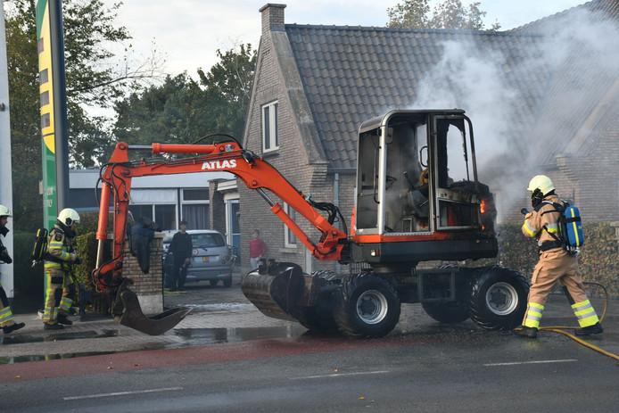 De brand brak uit aan de dorpsstraat in Kloosterhaar.
