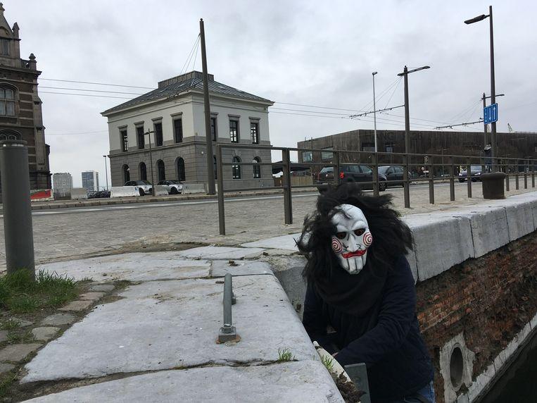 Jigsaw dook de afgelopen dagen al op voor het gebouw waar hij zijn gevaarlijke vallen voorbereidt